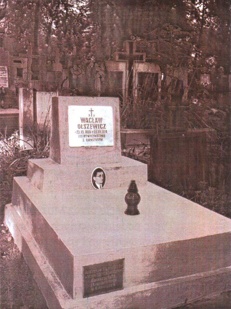 """4. Grób Wacława Olszewicz na Cmentarzu Janowskim we Lwowie. (fot.: S. Szulik: Pamięci dr. Wacława Olszewicza. """"Forum?"""", s. 13)."""